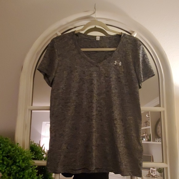 Under Armour Tops - Under Armour Sports Shirt